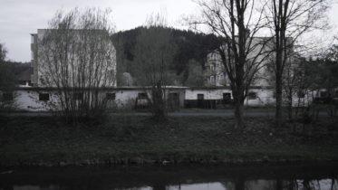 Gregory Corso – Na zdi tuctově zařízeného pokoje